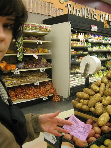450px-Shopping_with_grocery_list[1]